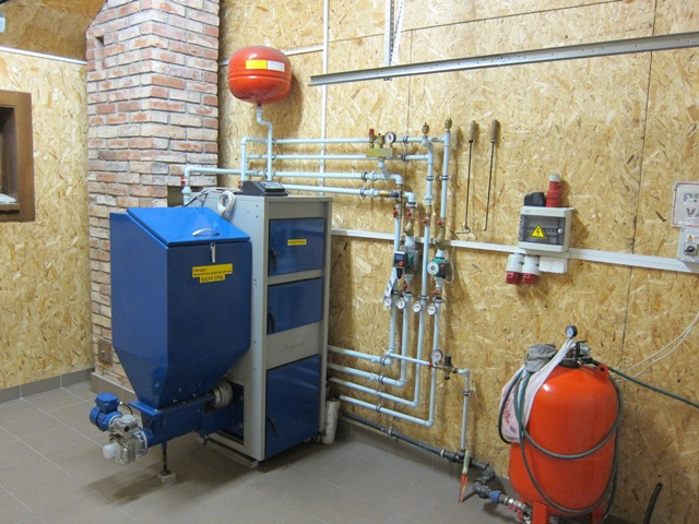 Automatinis - granulinis katilas SIMAR EKR 25 kW